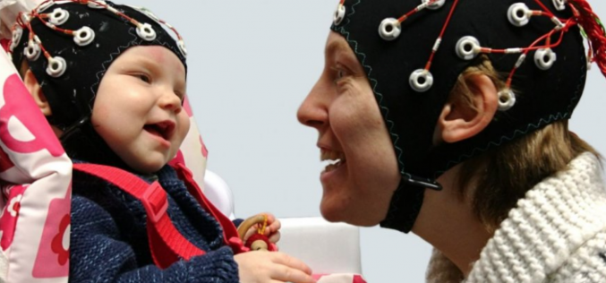 Eye contact with your baby helps synchronise your brainwaves
